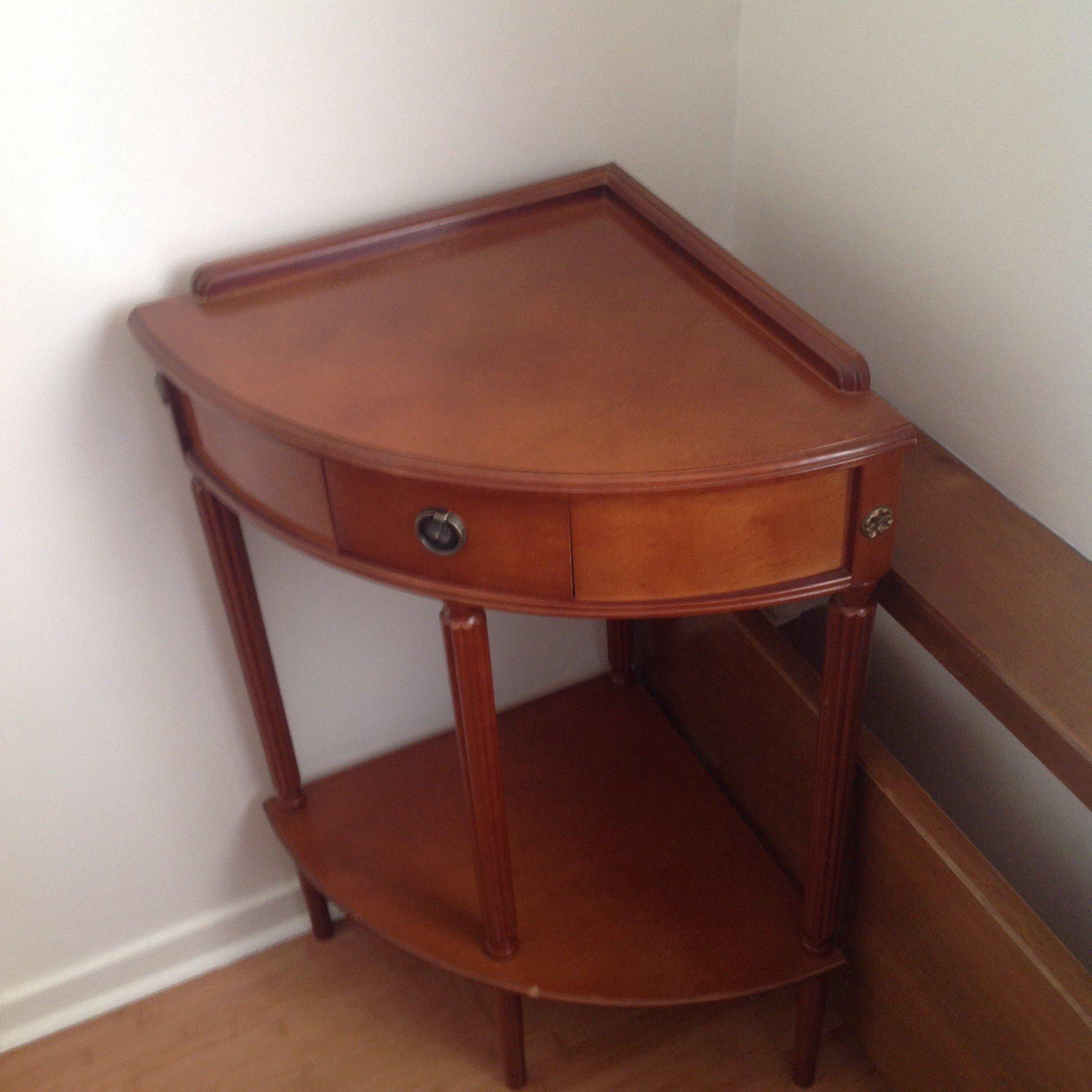 meuble de coin avec petit tiroir videappartparis15. Black Bedroom Furniture Sets. Home Design Ideas